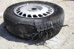 泄了气的轮胎 免版税库存照片