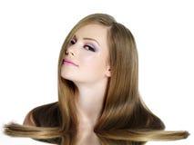 青少年直接长期女孩的头发 库存照片
