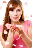 妇女的吹的亲吻 免版税库存图片