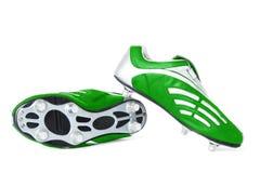 футбол обуви изолированный зеленым цветом Стоковое фото RF