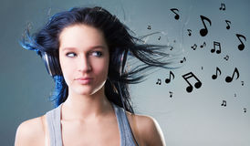 享受女孩音乐 免版税库存照片