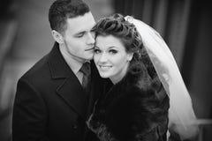 夫妇纵向婚礼年轻人 库存照片