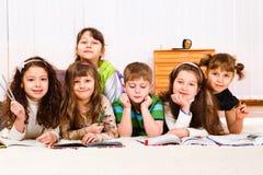 书孩子读 免版税库存图片