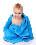 蓝色被包裹的儿童逗人喜爱的毛巾 库存图片