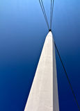 空白蓝色柱子的天空 库存照片