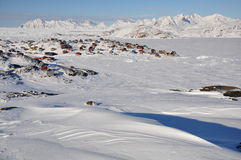 格陵兰远程村庄冬天 免版税库存照片