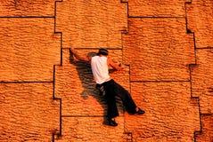 上升的都市墙壁 免版税库存图片
