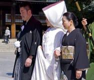 仪式日本神道的信徒的婚礼 免版税图库摄影