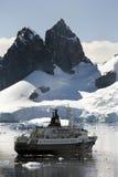南极洲海湾巡航天堂船 免版税库存图片