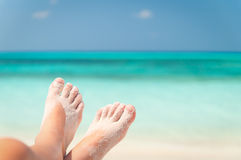 含沙海滩的英尺 免版税图库摄影