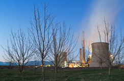 在工厂次幂附近的采煤停止的本质 库存图片