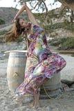 женщина лета красивейшего платья брюнет романтичная Стоковая Фотография RF