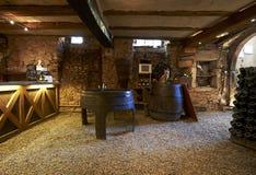 αρχαίο κρασί κελαριών Στοκ φωτογραφίες με δικαίωμα ελεύθερης χρήσης