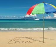 欢迎的海滩天堂 免版税库存照片