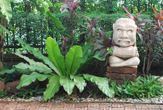 石玩偶玛雅人庭院雕象 库存照片