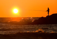 美妙的捕鱼日落 免版税库存图片