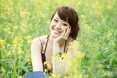 прелестно рапс девушки поля Стоковое Изображение RF