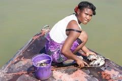 钓鱼马达加斯加人的妇女 免版税库存照片