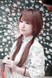красивейшая китайская девушка двери затем Стоковые Изображения RF