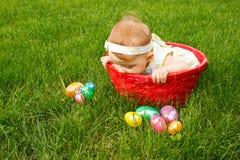 婴孩特写镜头复活节假笑 免版税库存照片