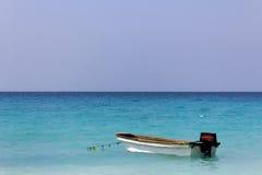 βάρκα Καραϊβικές Θάλασσε& Στοκ εικόνα με δικαίωμα ελεύθερης χρήσης