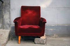 残破的椅子 免版税库存图片