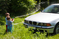 мыть детей автомобиля Стоковое Изображение RF