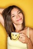 咖啡早晨疲乏的妇女 免版税库存照片