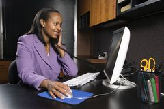 办公室妇女工作 免版税图库摄影