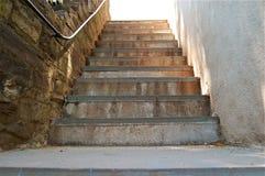被日光照射了的楼梯 免版税库存照片