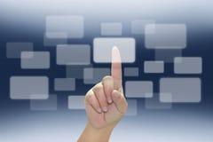 рука кнопки нажимая сенсорный экран Стоковые Фото