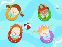 наслаждаться водой малышей Стоковое Фото