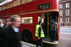 公共汽车伦敦重要资料途径 库存照片