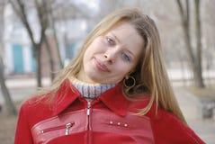 белокурая девушка довольно Стоковые Фотографии RF