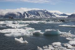 北极小船海洋人员 图库摄影