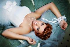 美丽的河床新娘位于的纵向 免版税库存图片