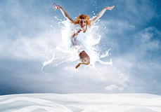 芭蕾舞女演员跳 免版税库存照片