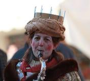 滑稽的萨克斯管吹奏者妇女 免版税库存图片