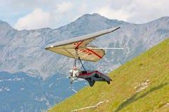 悬挂式滑翔在朱利安阿尔卑斯 库存图片