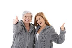Χαμόγελο επιτυχίας εορτασμού μητέρων και κορών Στοκ φωτογραφία με δικαίωμα ελεύθερης χρήσης