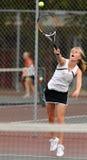 女孩高中网球 库存图片