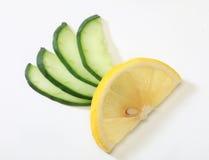 黄瓜柠檬 免版税库存照片