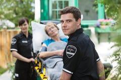 救护车专业人员 免版税库存照片