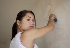 女孩绘画公寓 库存照片