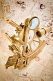 古色古香的黄铜优美的六分仪 免版税库存照片