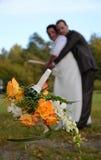 新娘投掷的花圈 免版税图库摄影