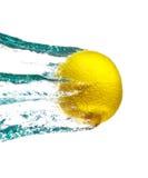 柠檬飞溅水 库存图片