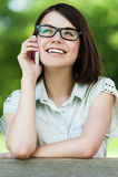 детеныши женщины телефона милые говоря Стоковое фото RF