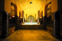 洗在阿拉伯浴的少妇浴 免版税库存照片