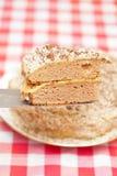蛋糕特写镜头装饰了刀子片式 免版税库存照片